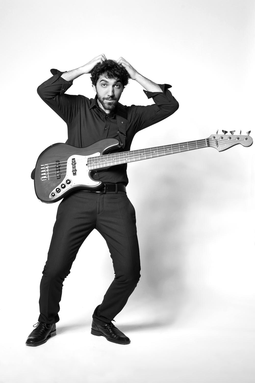 Ritratto fotografico di musicista in studio