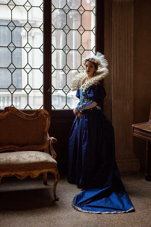 Ritratto donna in costume