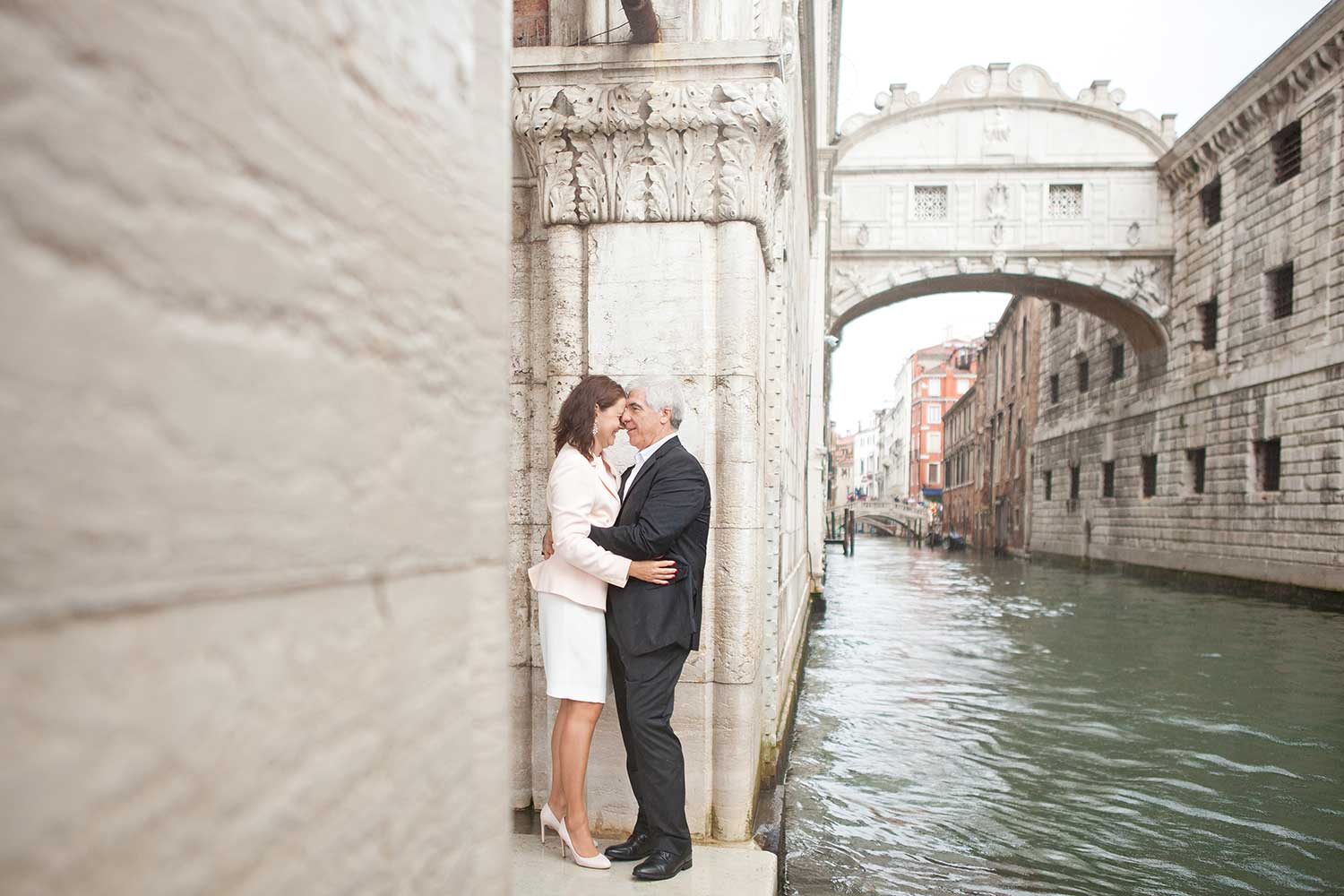 A kiss with the bridge